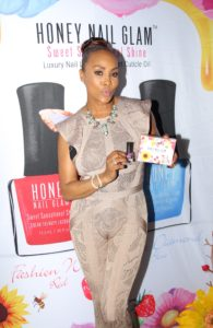 Vivica A Fox hold Honey Nail Glam gift box set Blueberry ice